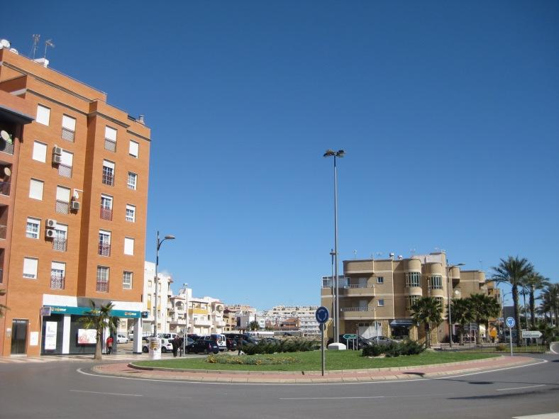 El solar desde la avenida de las Marinas