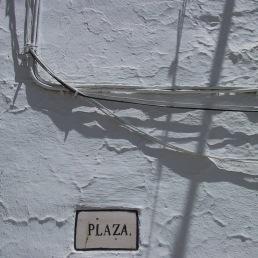 Cal, cables y azulejo