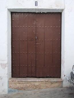 Puerta y escalón