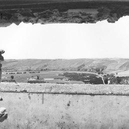El paisaje enmarcado desde el sótano